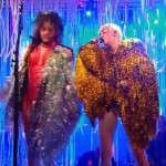 Wayne Coyne, de The Flaming Lips, y Miley Cirus